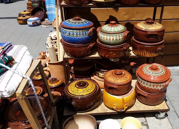 Pottery at the Women's market.