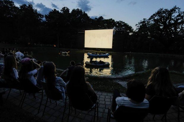 The cinema at the lake