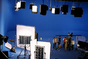 The tight shooting schedule made it crucial to have shots planned out when filming on the bluescreen stage.