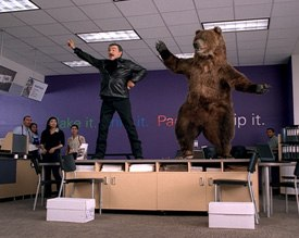 Quiet Man paired Burt Reynolds and an acrobatic bear for a FedEx spot. SOFTIMAGE|XSI was used to offer a highly realistic portrayal of hair and animal fur. © BBDO. Courtesy of Quiet Man Inc.