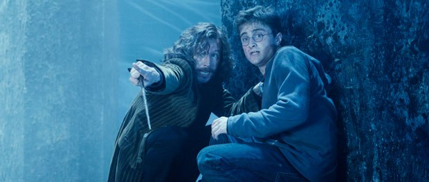 In the Veil Room, Sirius confronts the Death Eaters, and the effect was created between 2D, 3D and practical effects. DNeg matchmoved the shot in 3D, rotoscoping Gary Oldmans action onto a 3D stunt double.