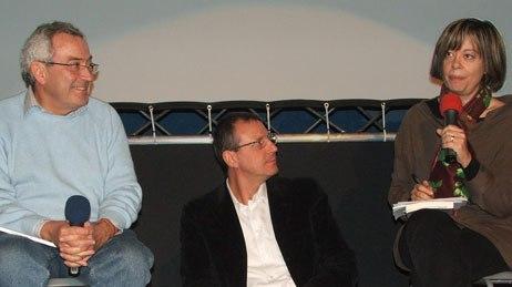 Festival artistic director Luca Raffaelli (center) has a height disadvantage in a family feud between media critics Loredana Lipperini (right) and Roberto Maragliano.