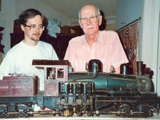 Ollie Johnston explains the intricacies of his Shay locomotive to Jan-Eric Nyström in Johnston's workshop in 1989. Courtesy of Jan-Eric Nyström.
