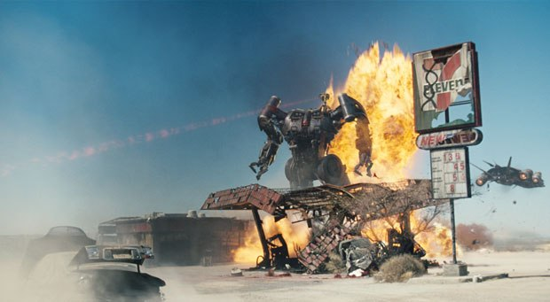 The Harvester serves as McG's giant robot: catching humans as experimental specimens for Skynet.