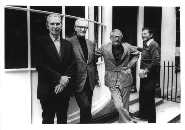 Ken Harris, Grim Natwick, Babbitt and Richard Williams outside the London studio.