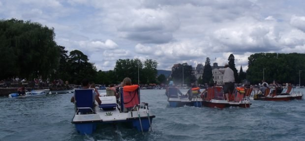 A view of the winning pedalo teams (from a discrete distance behind).