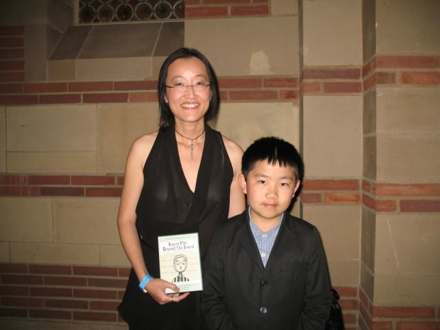 Perry Chen with Kung Fu Panda 2 director Jennifer Yuh Nelson at 2012 Annie Awards for Animation (photo by Zhu Shen)