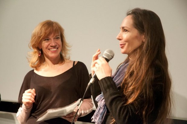 Isabelle Favez being interviewed by Stephanie Coerten (photo: Renaud Fang).