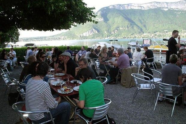 A calm scene at the German picnic.