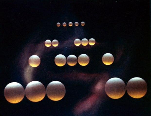 Spheres directed by Norman McLaren and René Jodoin.
