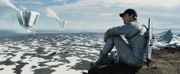 Tom Cruise as Jack Harper, one of Earth's last drone repairmen, in Oblivion. Image © Universal Studios.