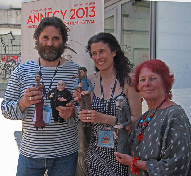 O Apóstolo director Fernando Cortizo and Executive Producer Isabel Rey introduce Nancy to the puppets.