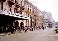 O charme do velho mundo em Havana é visto nesta foto do Cinema Prayet. Foto de cortesia de e © Cesar Coelho.