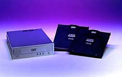 Toshiba's SD-W1001 DVD-RAM player and disks. © Toshiba.
