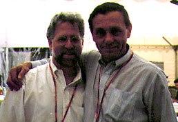 Garri Bardine (à droite), réalisateur du Le chat botté et Troika Dolls, avec Ron Diamond.