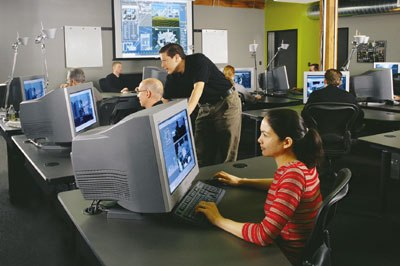 Instructor Gary Davis (standing) demonstrated patience with the four-day class for computer novices. Courtesy of Oregon 3D.