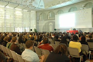 fmx is hosted in Stuttgarts venerable Haus der Wirtschaft. This is the high-tech multimedia Kings Hall, which accommodates more than a thousand participants.