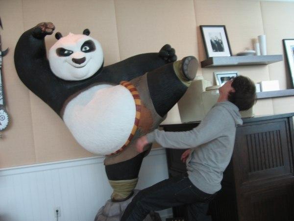 Another Kung Fu Panda Knockout - Javier Recio Gracia gets a faceful!