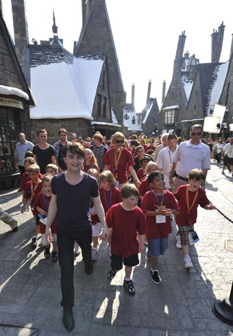 Daniel Radcliffe opens The Wizarding World of Harry Potter with son lucky fans.