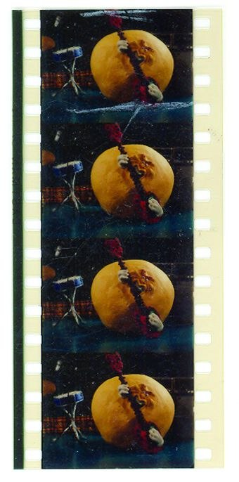 [Figure 4.1] A series of 35mm frames from Meet the