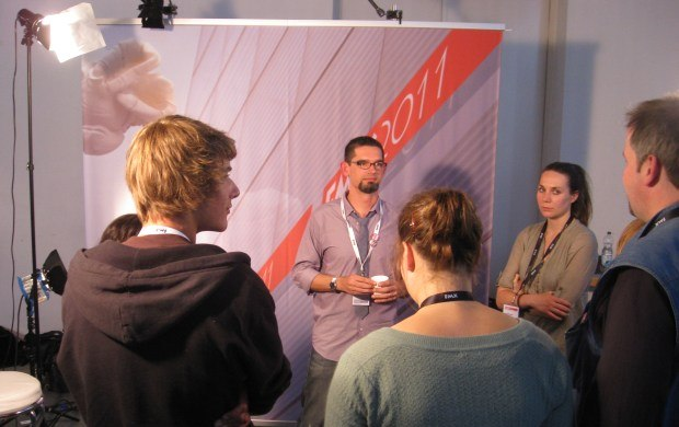 Disney's Clay Kaytis talks with journalist Johannes Wolters and Stuttgart Media University (HdM) student production crew.