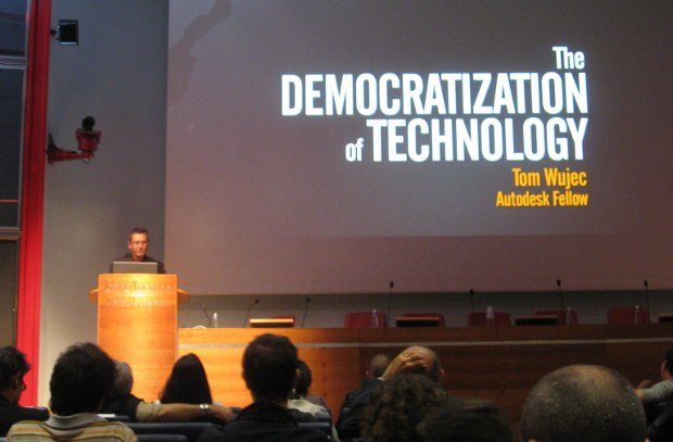 Tom Wujec presenting at VIEW Conference 2011. Tom will be back presenting at the 2012 conference.