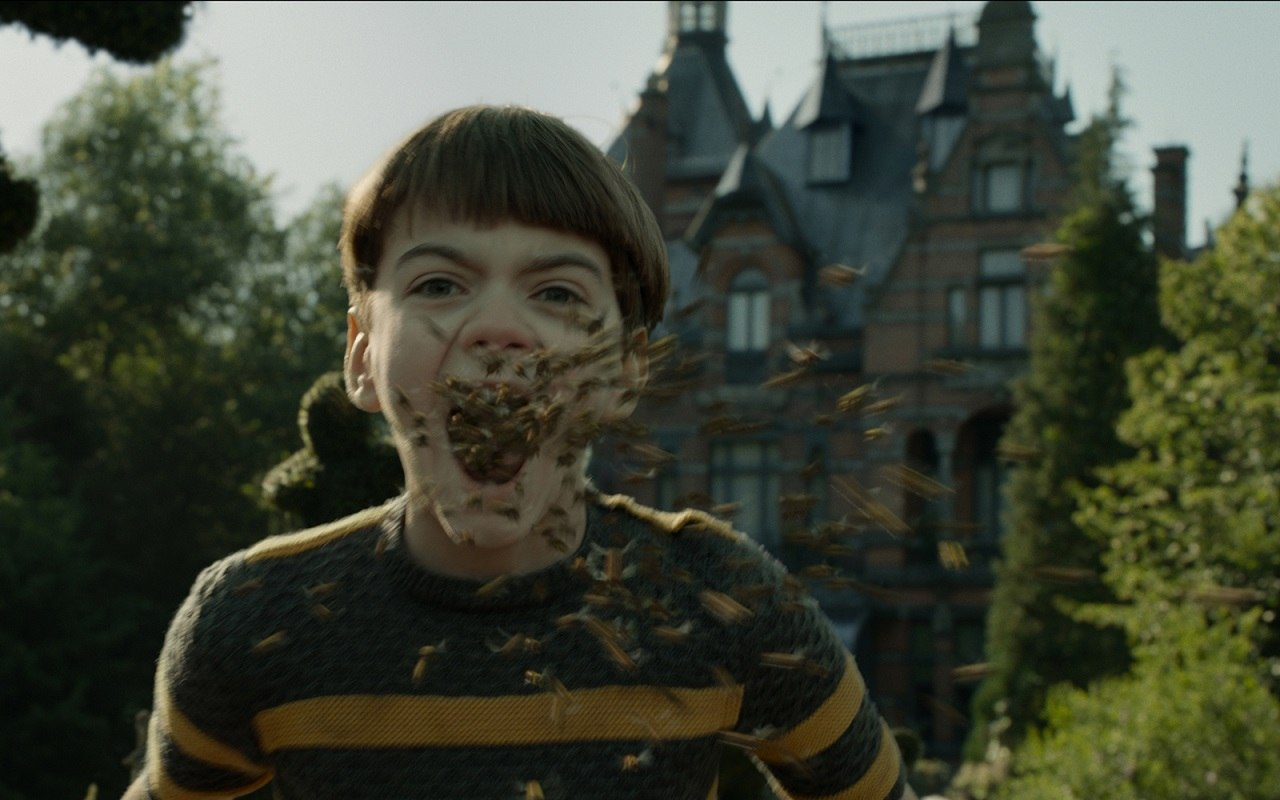 One Of Us Creates Swarm Of Bees For Miss Peregrine S Home For